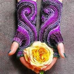 Casual Paisley Glove